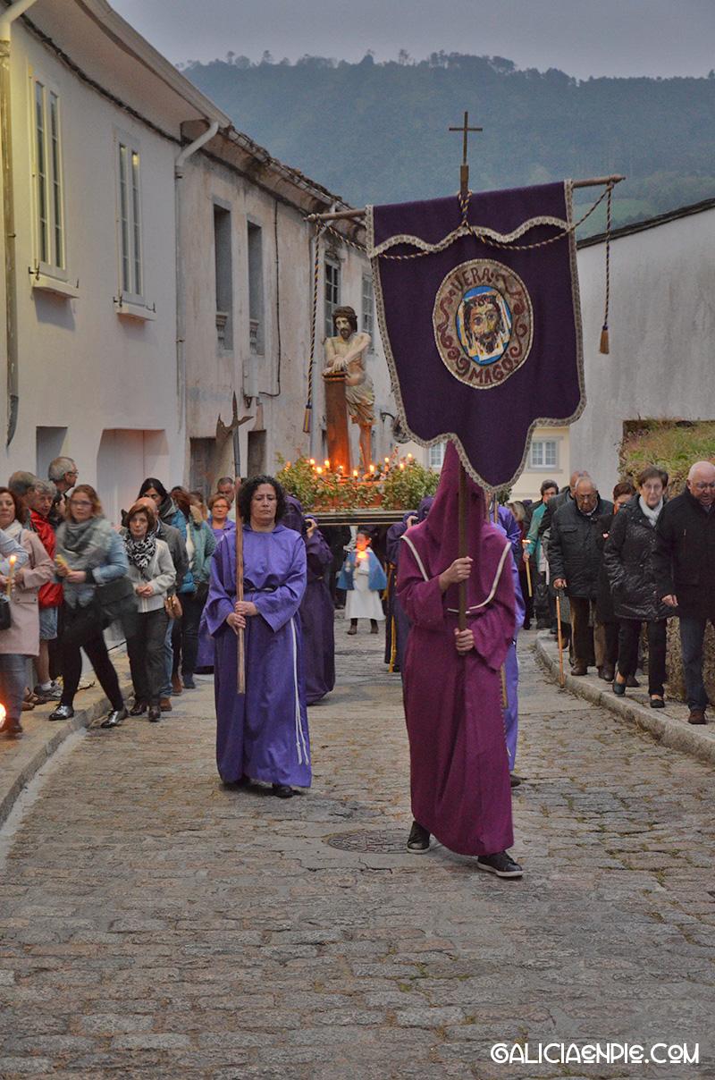 Saliendo de Os Muiños. Procesión do Prendemento. Semana Santa en Mondoñedo.